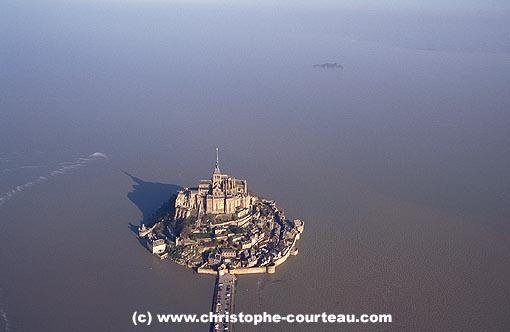 Mont-St-Michel-Maree-haute-equinoxe-1-zmm